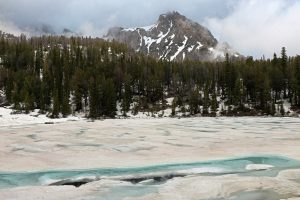 Read more about the article Hiking the Amphitheater Lake Trail